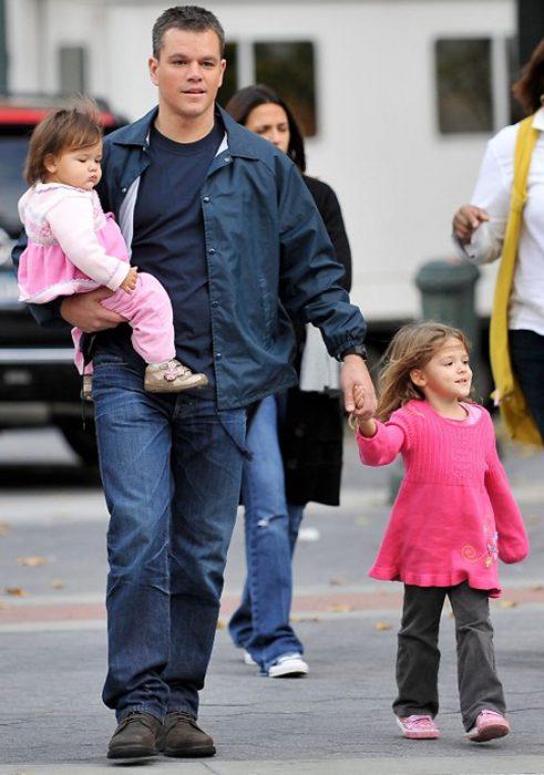 Matt Damon y dos de sus hijas