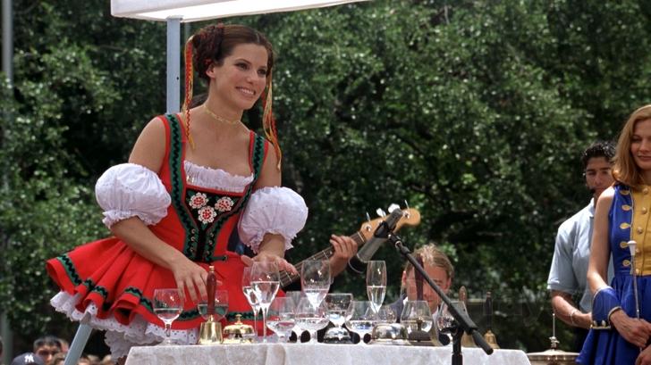 gif chica haciendo musica con copas de cristal
