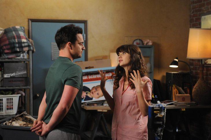 Escena de la serie New Girl jess y nick hablando