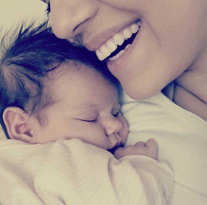 foto mujer y bebé