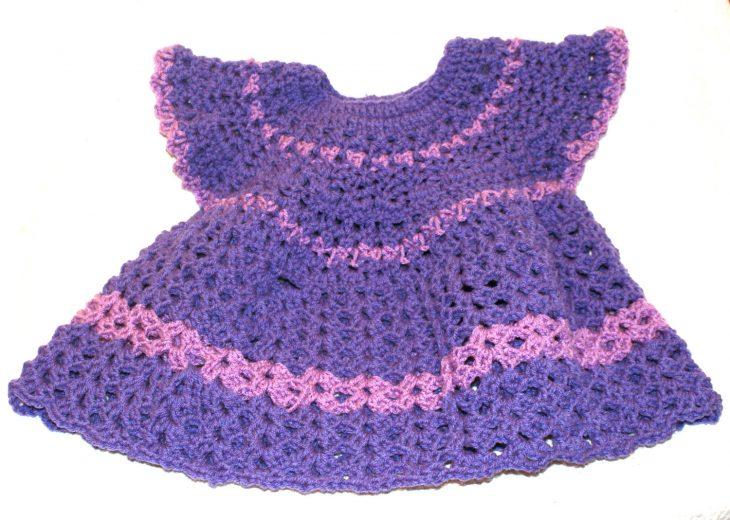 Vestido tejido de una bebé