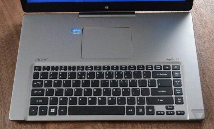 Computadora con teclado y touch pad al revés