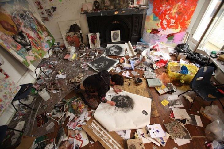estudio de pintura desordenado