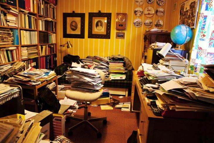 estudio privado desordenado