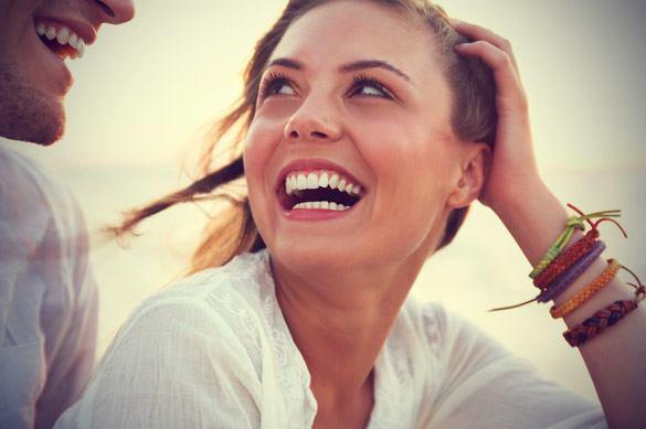 Resultado de imagen para mujer hermosa riendo