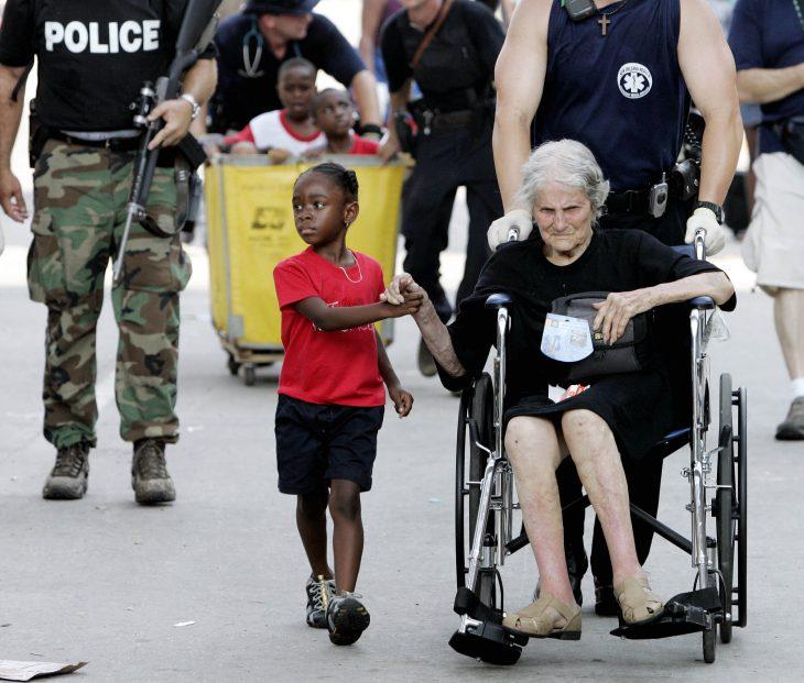 víctimas del huracán Katrina durante evacuación