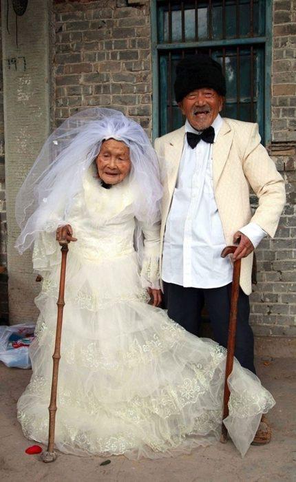 fotografía de boda pareja china después de 88 años