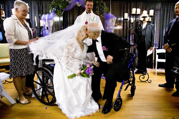 ancianos se casan en asilo