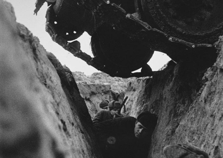soldados rusos en una trinchera