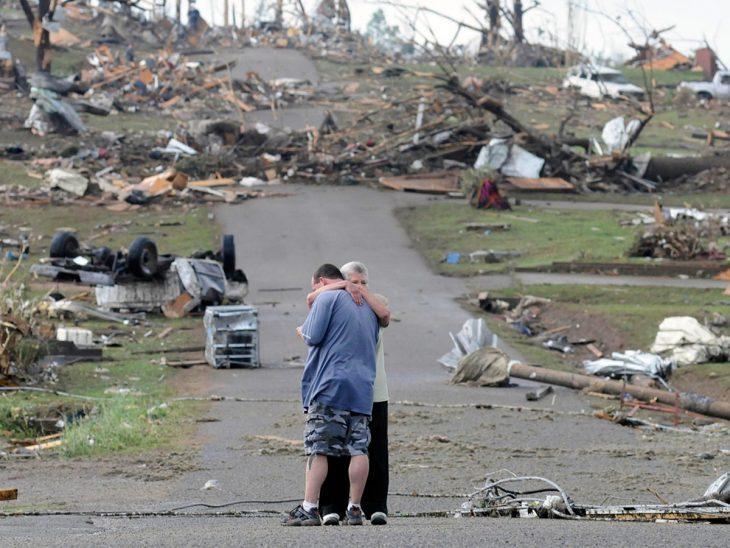 madre e hijo víctimas del tornado en Alabama