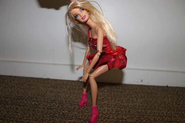 foto barbie bailando sola