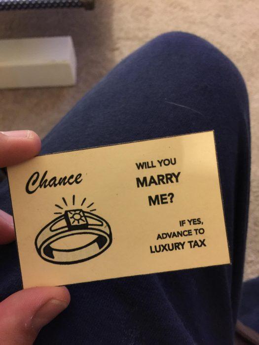 tarjeta monopoly con propuesta de matrimonio