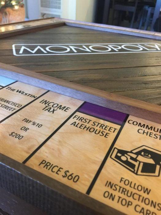 monopoly hecho a mano para petición de matrimonio