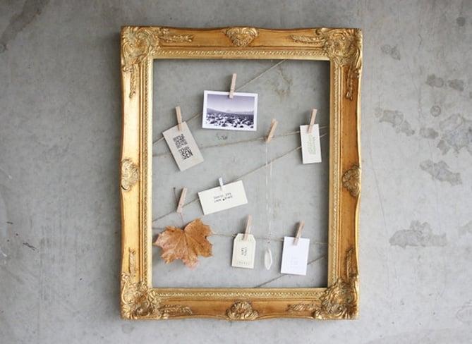 marco vintage con fotografías y tarjetas