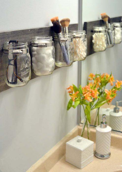 organizador para el baño con mason jars