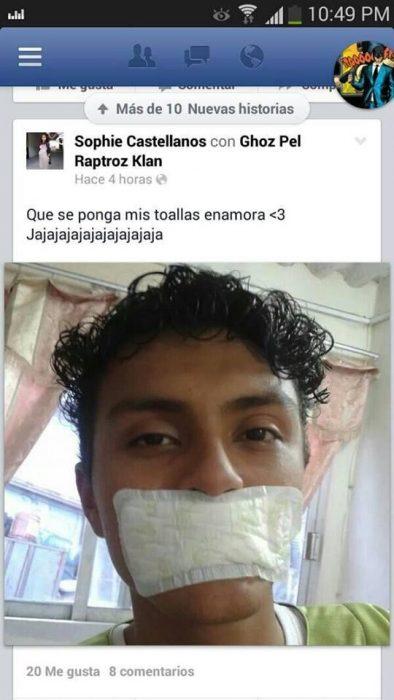 captura pantalla chico con toalla sanitaria en la boca