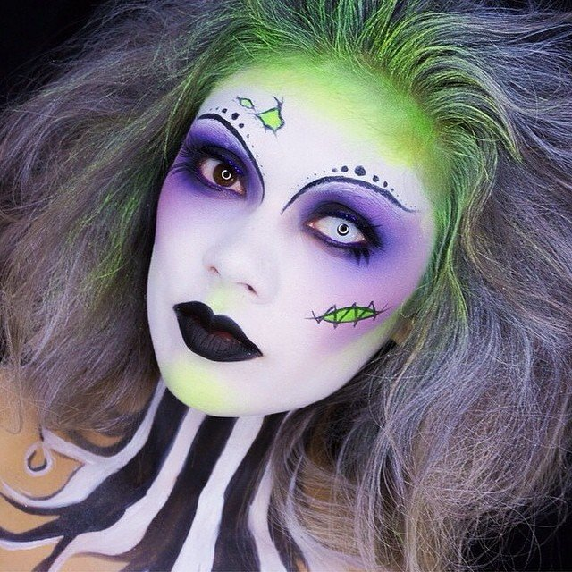 Chica con maquillaje para halloween de beatlejuice