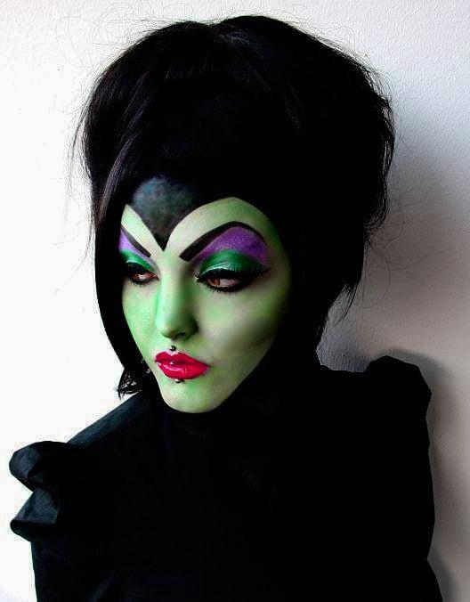 Chica con maquillaje para halloween como maléfica
