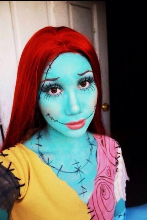 Chica con maquillaje para halloween como la novia de jack