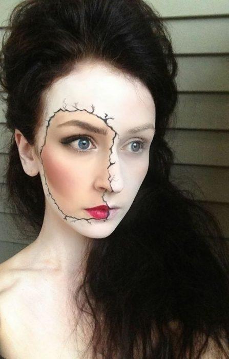 Chica con maquillaje para halloween chica con doble cara
