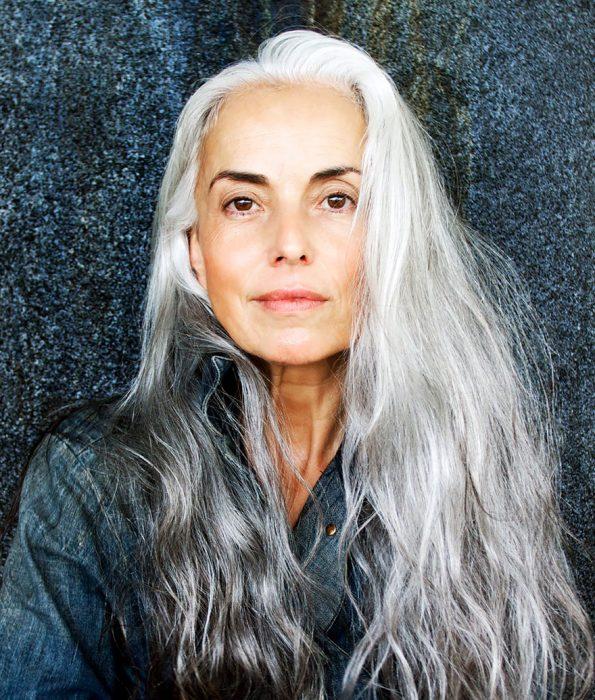 Modelo de 59 años de edad