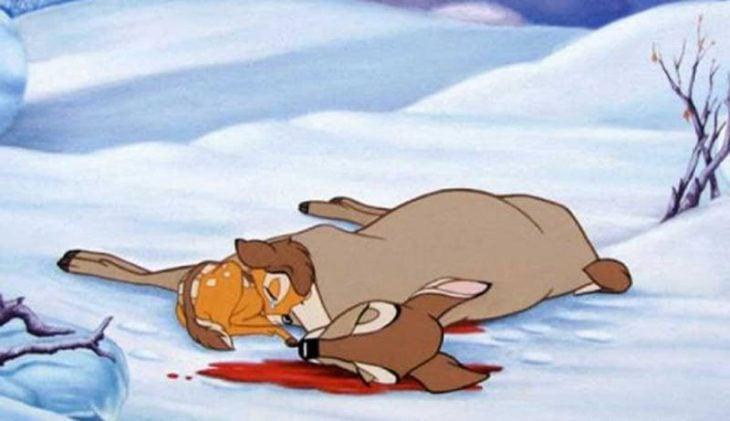 Escena de la película bambi cuando su madre muere y queda tirada en el bosque
