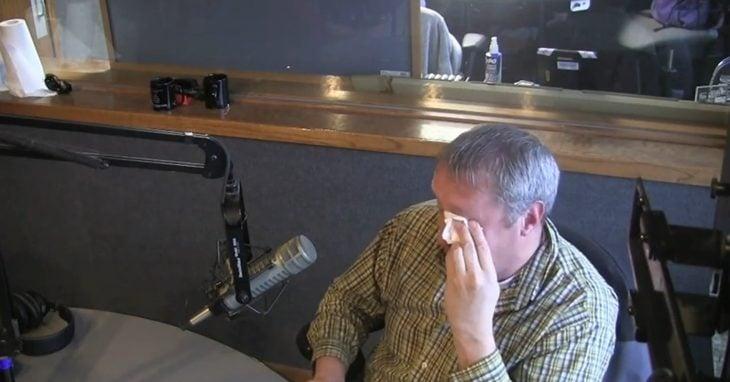 David Schmitz llorando