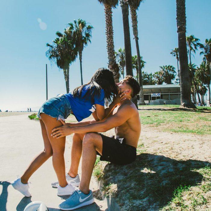pareja joven besandose