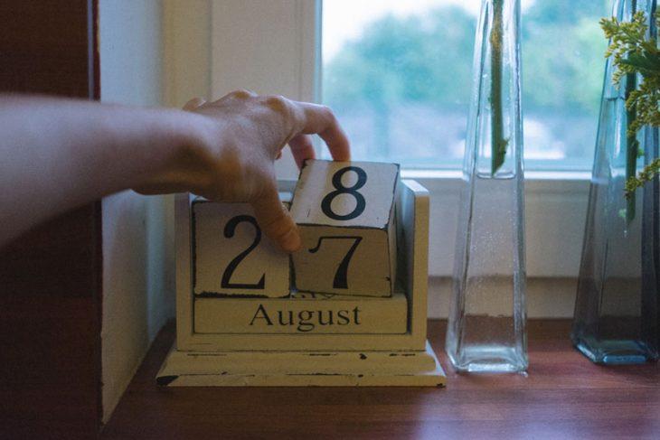 Fotógrafa tomo las fotos de su propia boda cambiando la fecha del calendario