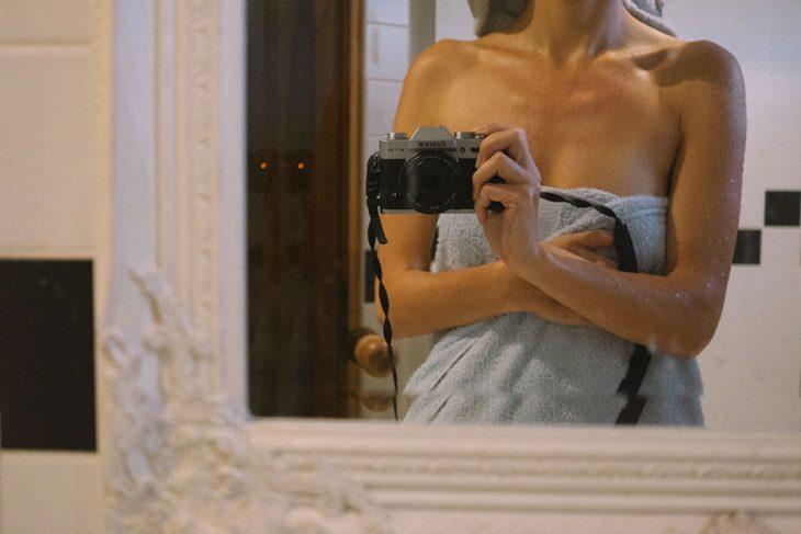 Fotógrafa tomo las fotos de su propia boda después de salirse de bañar