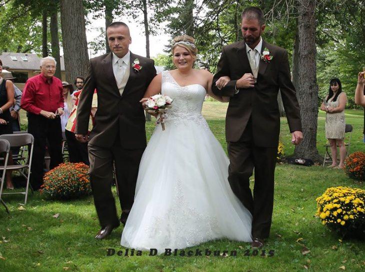 Brittany Blackburn con su padre y padrastro