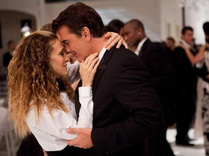 Escena de la película sex and the city pareja de novios bailando
