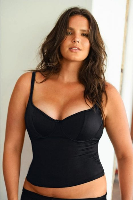 modelo talla grande curvas vestida de negro
