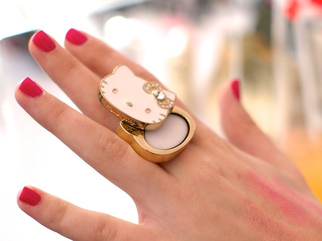 Anillo con balsamo de Hello Kitty