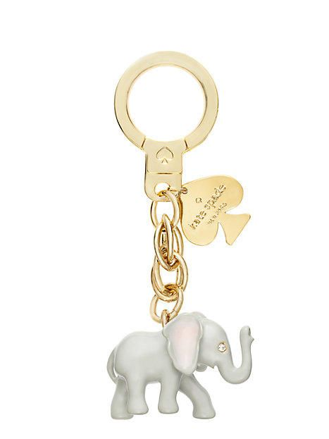llavero en forma de elefante con un corazón