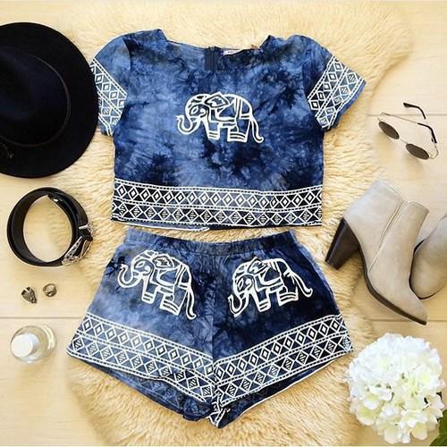 conjunto de short y blusa con elefantes