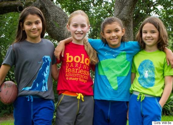 grupo niños con camisetas