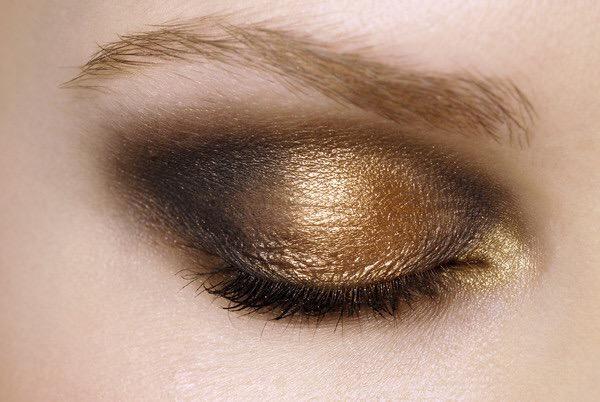 ojo delineador dorado