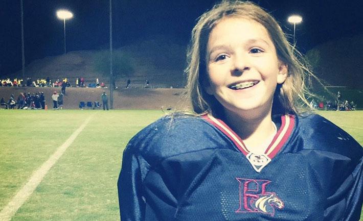 niña jugadora futbol americano