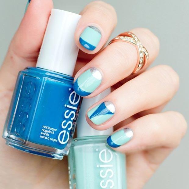 uas decoradas con esmalte color azul