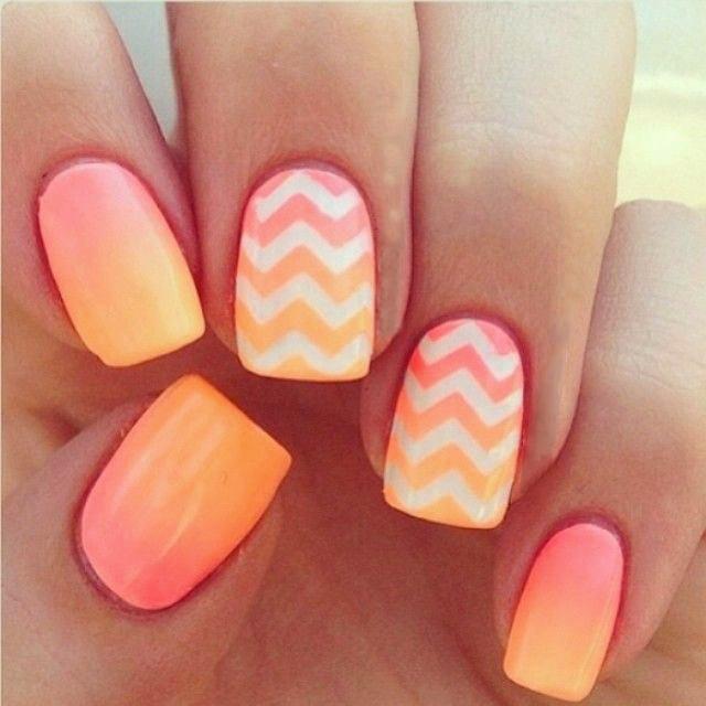 uas decoradas con esmalte color naranja y rosa