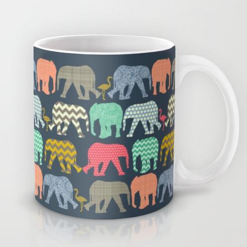 taza para café con elefantes pintados