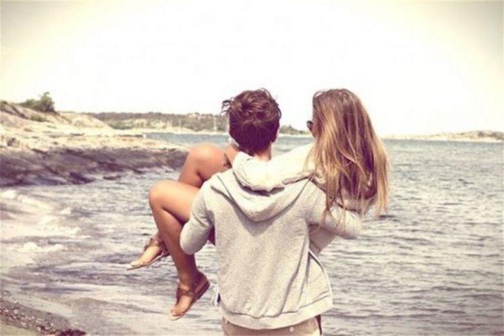 pareja en playa