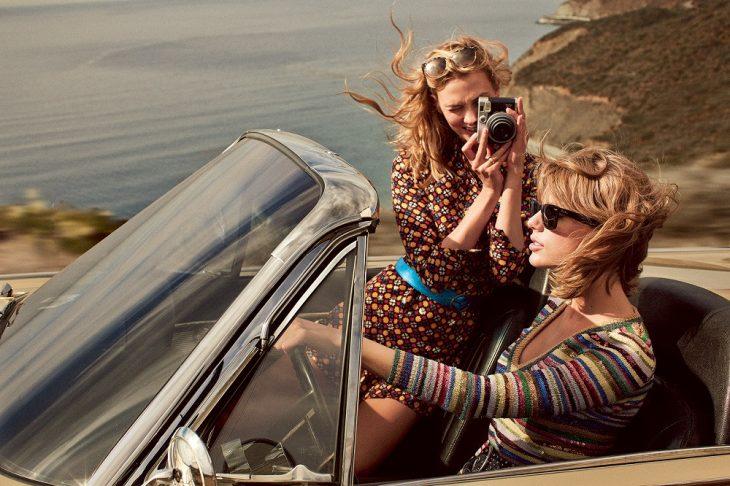 chicas en coche
