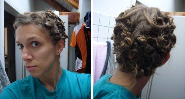 chica con rulos de cabello