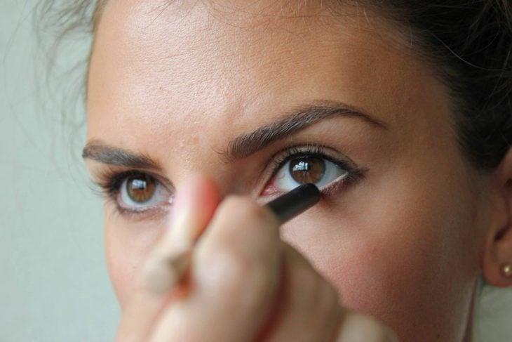 delineador nude para ojos