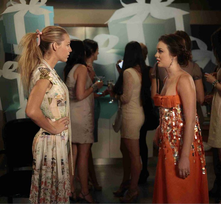 Escena de la serie pretty little liars blair junto a serena