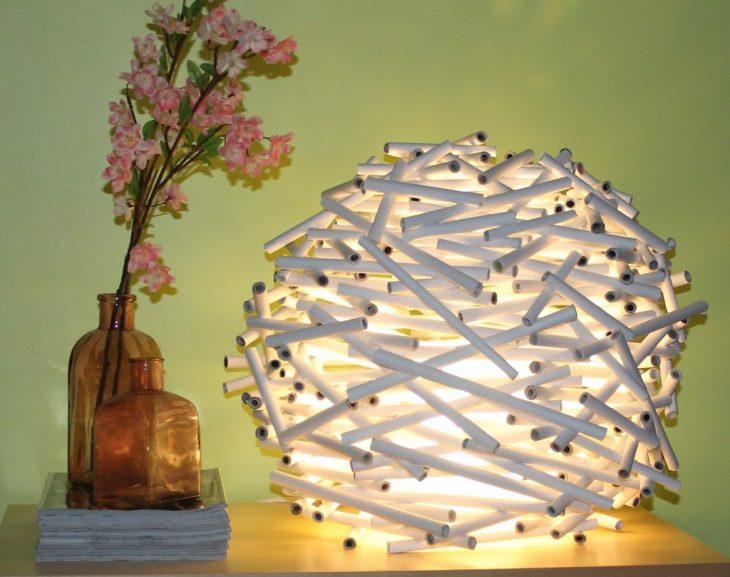 lámpara de rollos de periódicos