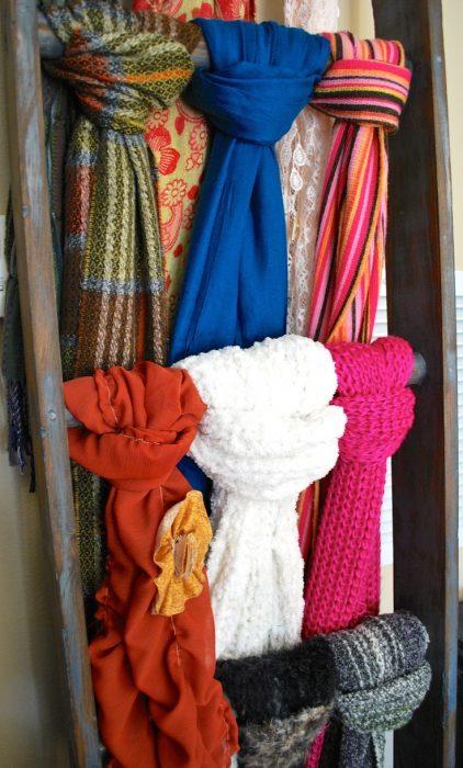 escalera para guardar bufandas