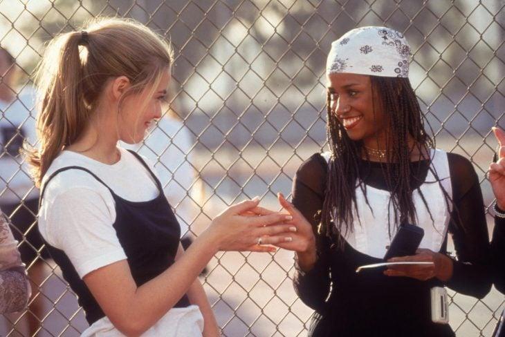 Escena de la película clueless chicas saludándose